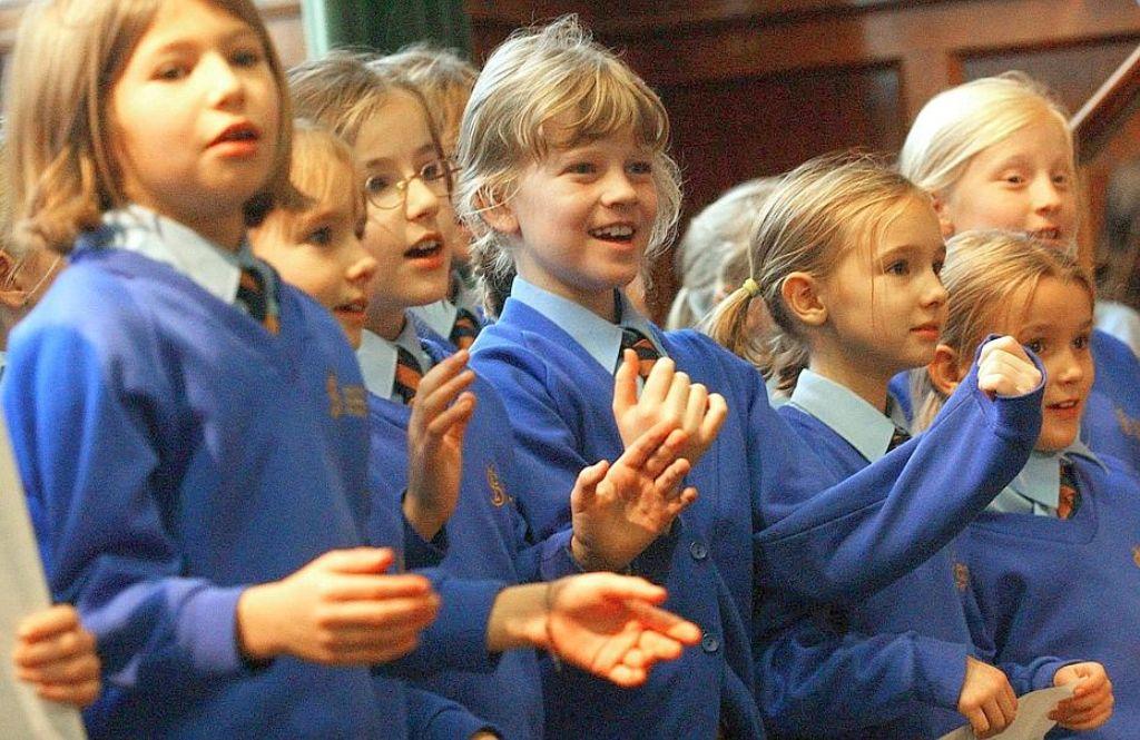 Schüler im englischen Surrey: In vielen Ländern, darunter auch England, sind Schuluniformen üblich. Foto: dpa