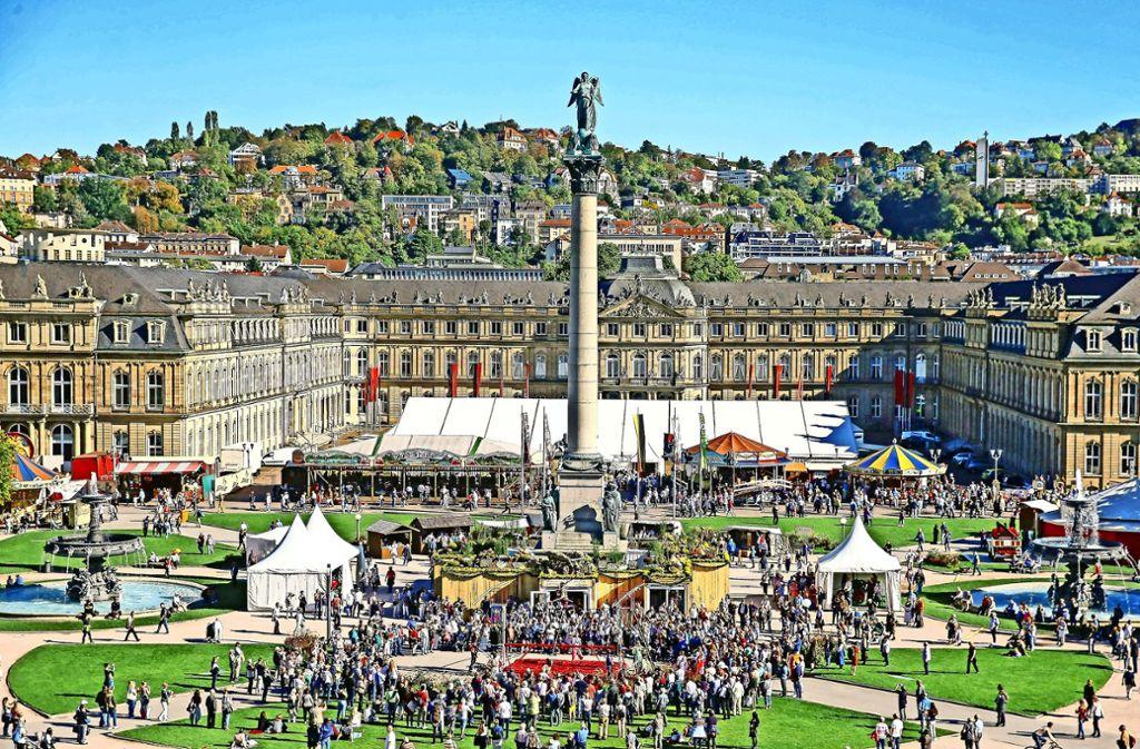 Das Historische Volksfest auf dem Schlossplatz  zog im vergangenen Jahr 600000  Besucher an. Aus der einmaligen Veranstaltung soll eine Institution werden. Foto:
