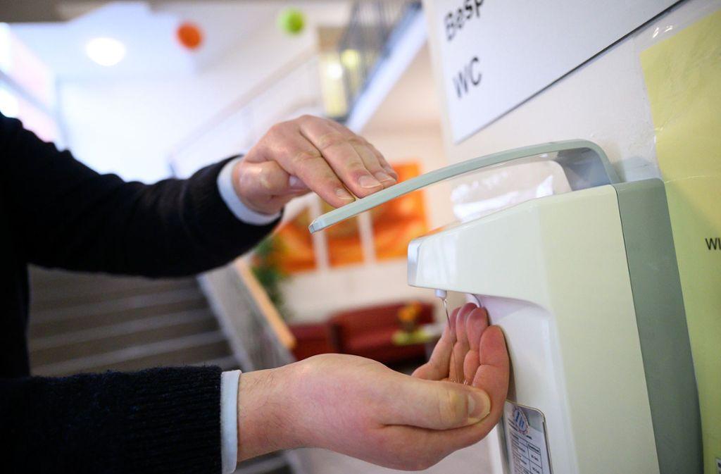 In den Häusern sollen die  Quarantäneauflagen überwacht werden. Foto: dpa/Sebastian Gollnow (Symbolbild)