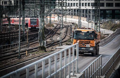 Die Baulogistikstraße muss dem Bau des S-Bahntunnels weichen. Foto: Lichtgut/Achim Zweygarth