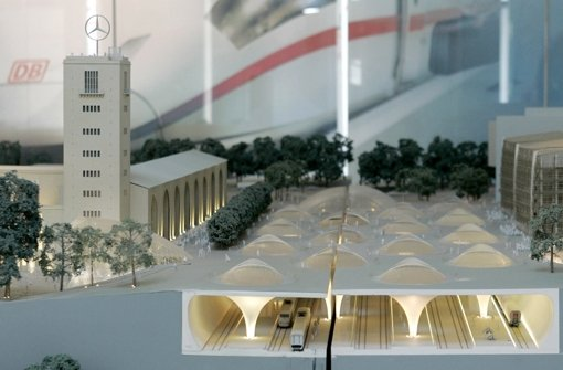 Die Kosten für den unterirdischen Durchgangsbahnhof sorgen weiter für Streit. Foto: AP