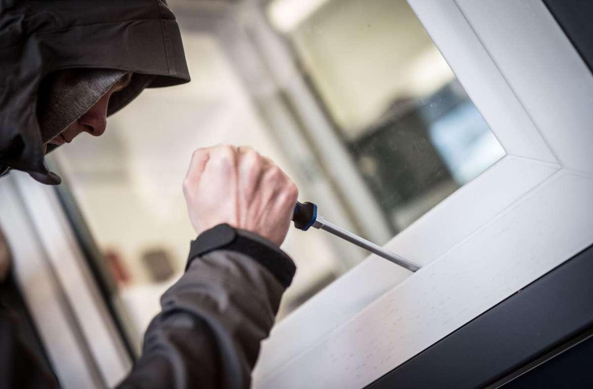 Die Einbrecher machten offenbar keine Beute. (Symbolbild) Foto: dpa/Frank Rumpenhorst