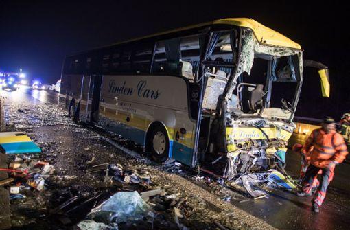 Ein Toter und viele Verletzte bei Unfall
