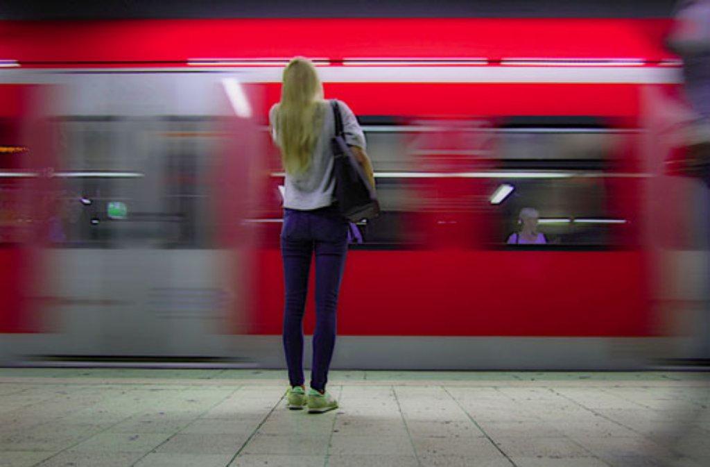 Die Bahnstrecke zwischen Waiblingen und Winnenden war wegen eines Baumes in der Oberleitung gesperrt worden. Es kam zu Zugausfällen bei der S-Bahn und im Regionalbahnverkehr. (Symbolfoto) Foto: Leserfotograf bdslucky48