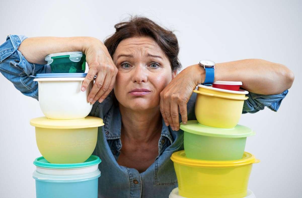 Verzweifelte Hausfrau: Annette Mayer in einer humorvollen Solo-Komödie. Foto: Peter Jagusch/Peter Jagusch