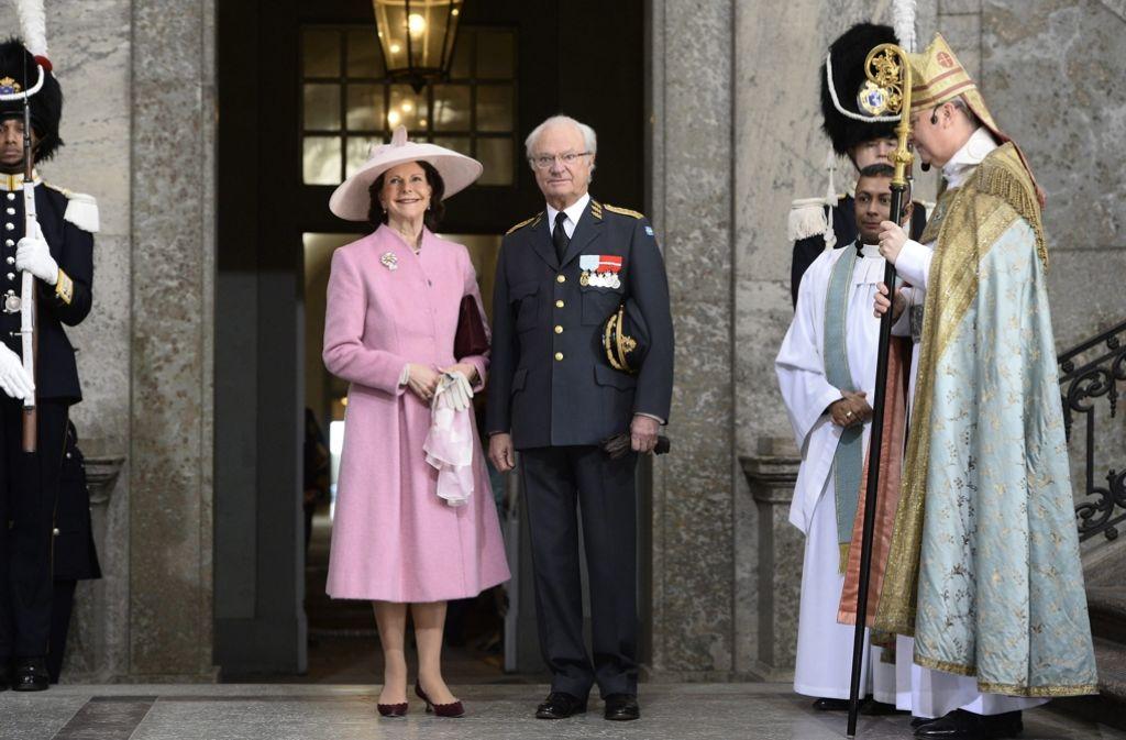 Anlässlich des 70. Geburtstages von König Carl Gustaf besuchte die schwedische Königsfamilie einen Gottesdienst in Stockholms Schlosskapelle. Anschließend zeigte sich die Familie den angereisten Besuchern. In unserer Galerie sehen Sie die Bilder der feierlichen Zeremonie. Klicken Sie sich durch. Foto: