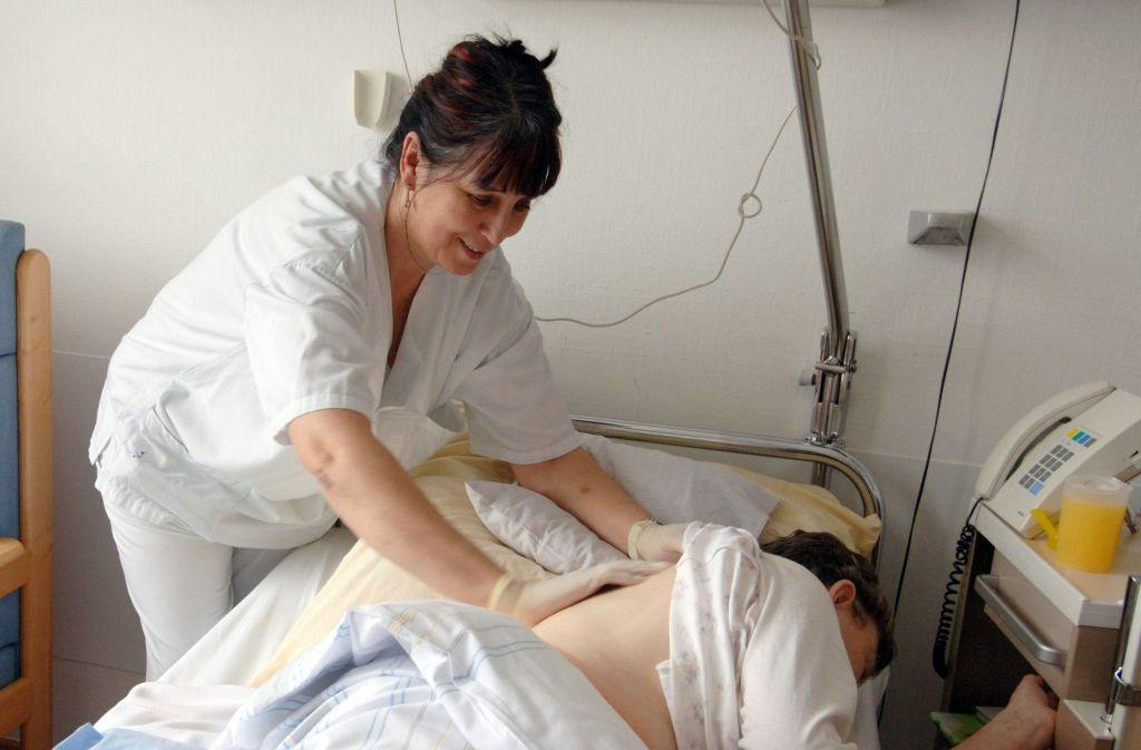 Frau E. möchte eine Ausbildung im Gesundheitswesen machen. Foto: dpa