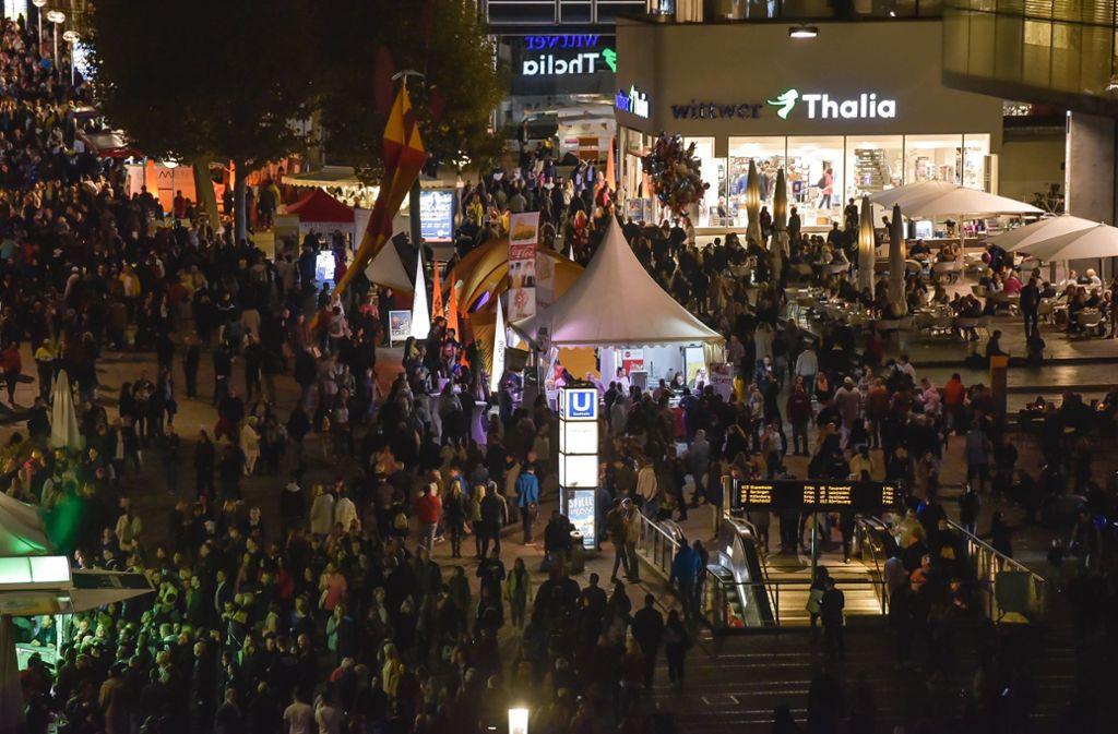 Die langen Einkaufsnächte steigern die Attraktivität der City. Foto: Lichtgut