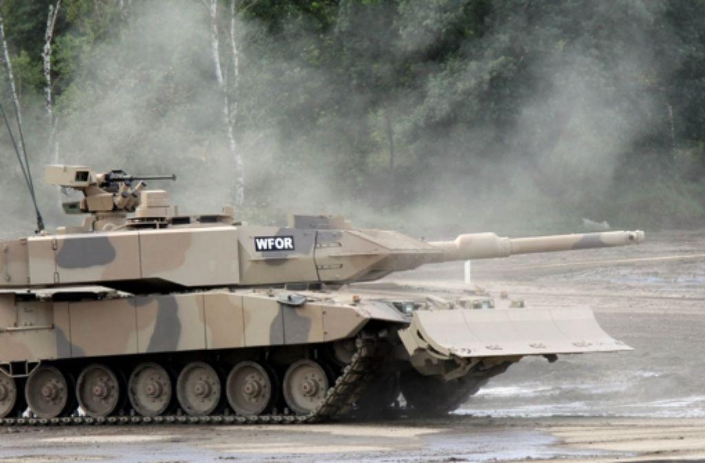 Kampfpanzer Leopard 2: Der  deutsche Rüstungshersteller Krauss-Maffei-Wegmann will 62 Exemplare an Katar ausliefern. Foto: dpa