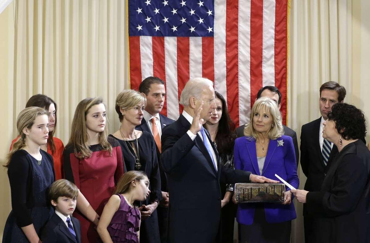 Ein Bild aus dem Jahr 2013: Damals wurde Joe Biden im Kreise seiner Familie zum zweiten Mal als Vizepräsident der Vereinigten Staaten vereidigt. Foto: imago/UPI Photo