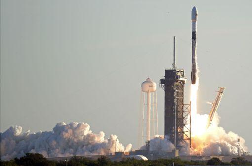 SpaceX will bis Ende 2021 erstmals Touristen ins All schicken
