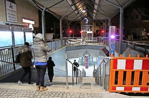 Wieder mit der Rolltreppe zur S-Bahn