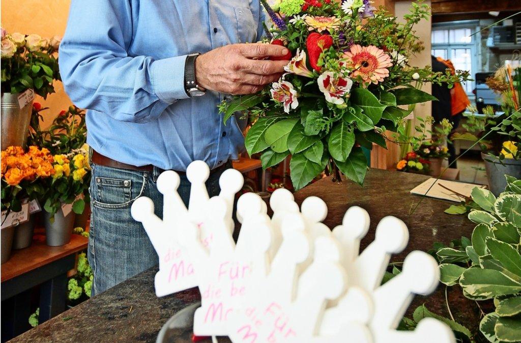 Vor dem Muttertag hat der Blumenhändler Albert Geurts sehr viel zu tun. Foto: factum/Granville