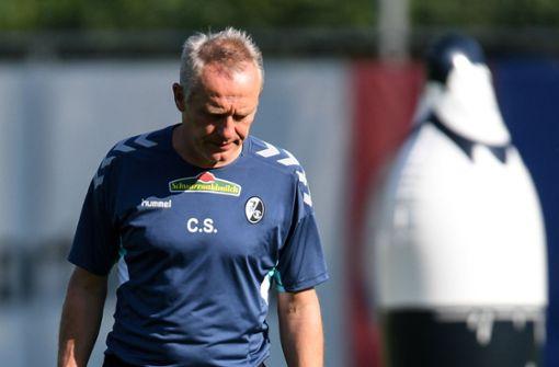 Christian Streich leitet wieder Training des SC Freiburg