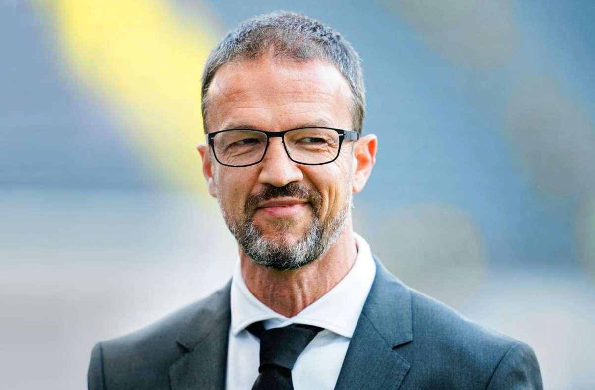 Fredi Bobic erlebt mit Eintracht Frankfurt Corona-bedingt schwierige Zeiten, doch der Sportvorstand von Eintracht Frankfurt lässt sich seine Zuversicht nicht nehmen. Foto: dpa/Uwe Anspach