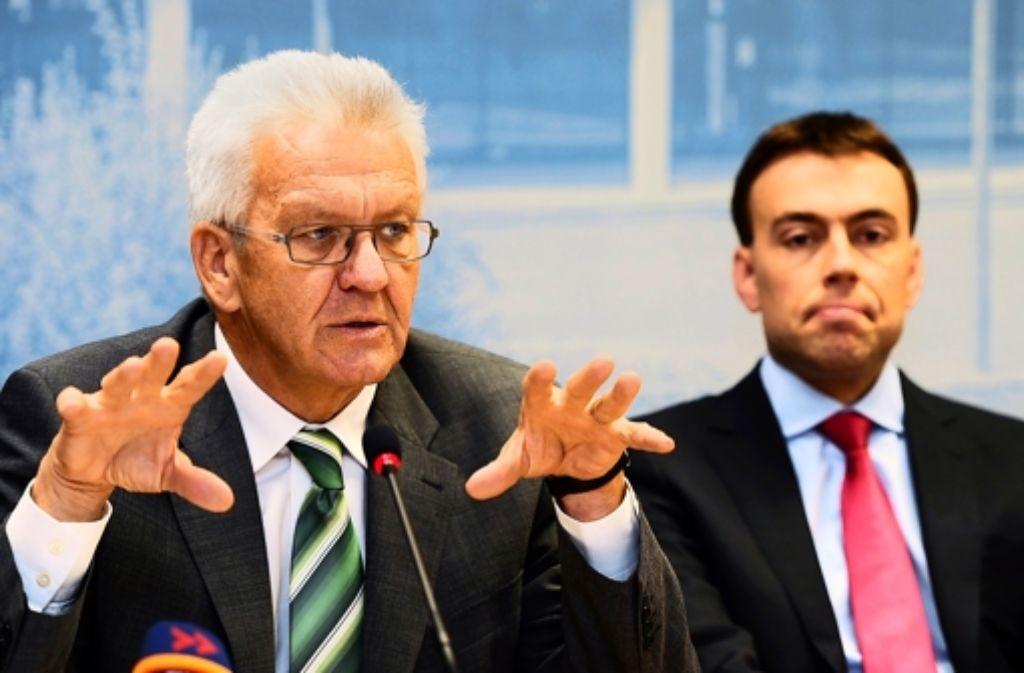 Ministerpräsident Kretschmann und Finanzminister Schmid stellen ihren Plan vor. Foto: dpa