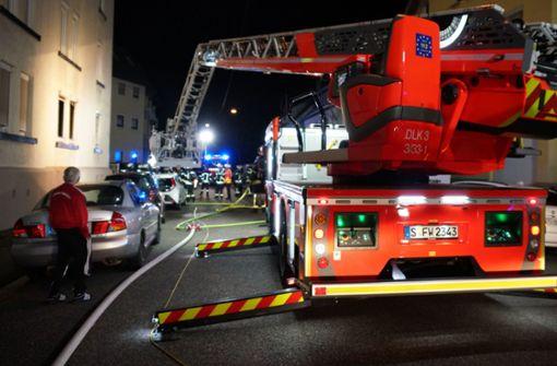 Feuer bricht in Wohnung aus – Polizei evakuiert Gebäude