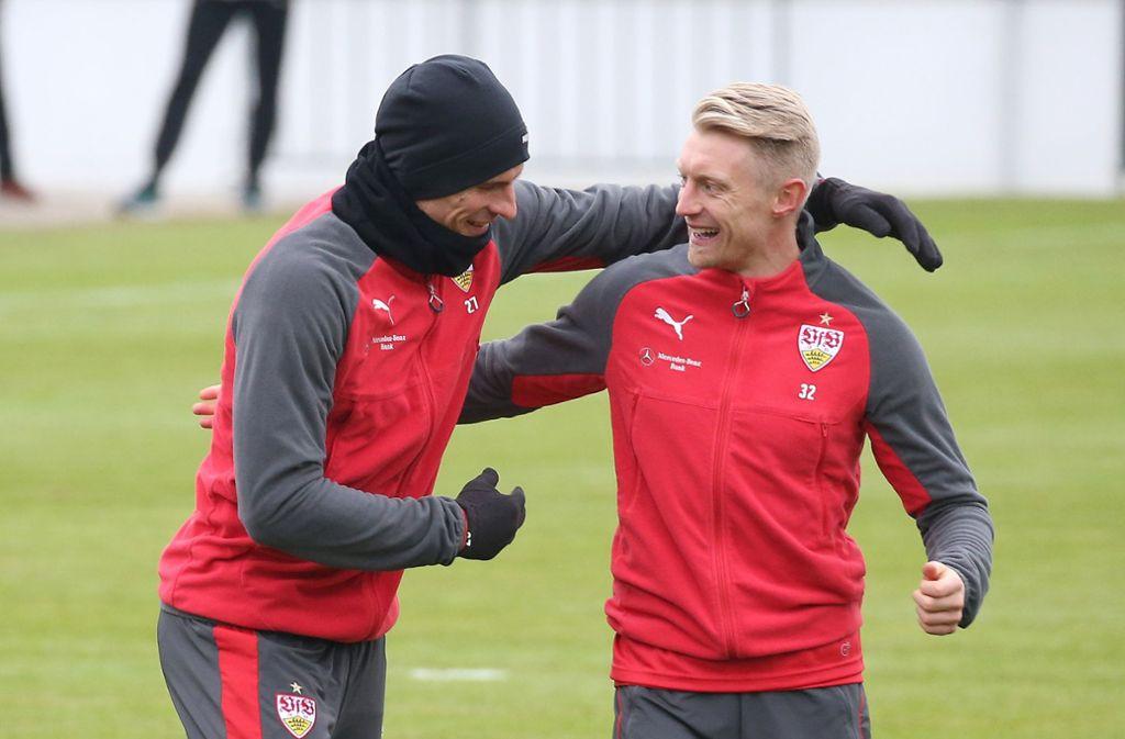 Mario Gomez und Andreas Beck haben Spaß beim VfB-Training. Foto: Pressefoto Baumann