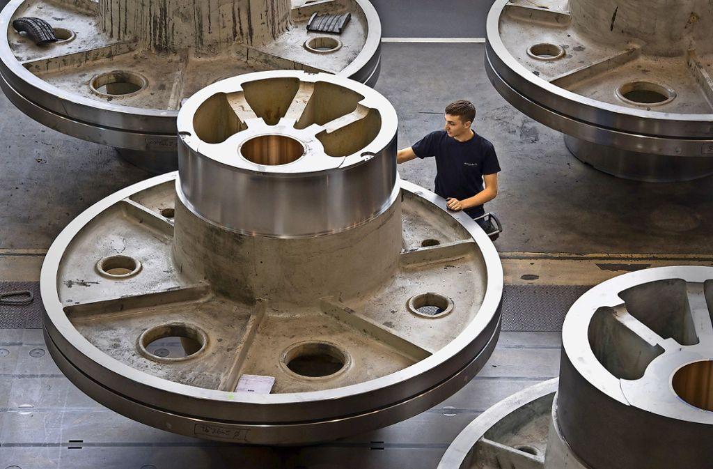 In der Produktion des Pressenherstellers Schuler  in Göppingen  sehen Besucher vor allem große und schwere  Teile. Foto: dpa