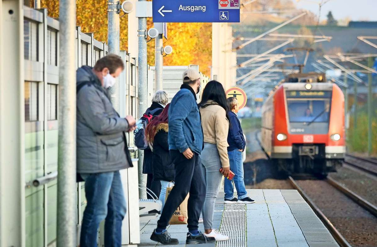 Auch in Corona-Zeiten frequentiert: der  S-Bahnhof in Renningen Foto: factum/Simon Granville