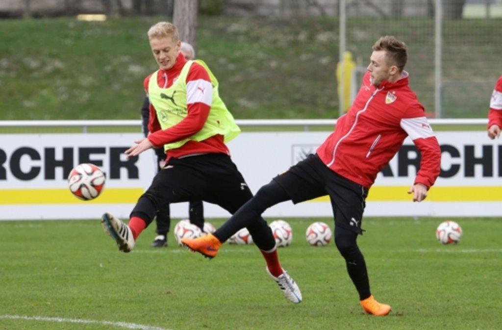Timo Baumgartl (links) und Alexandru Maxim binden sich langfristig an den VfB Stuttgart. Foto: Pressefoto Baumann