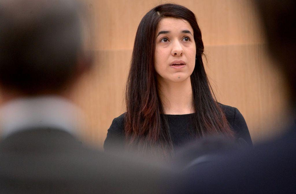 """Nadia Murad – hier bei einem Auftritt am 1. Dezember 2016 im Stuttgarter Landtag – reist als die """"Stimme der Jesiden"""" von Termin zu Termin Foto: dpa"""