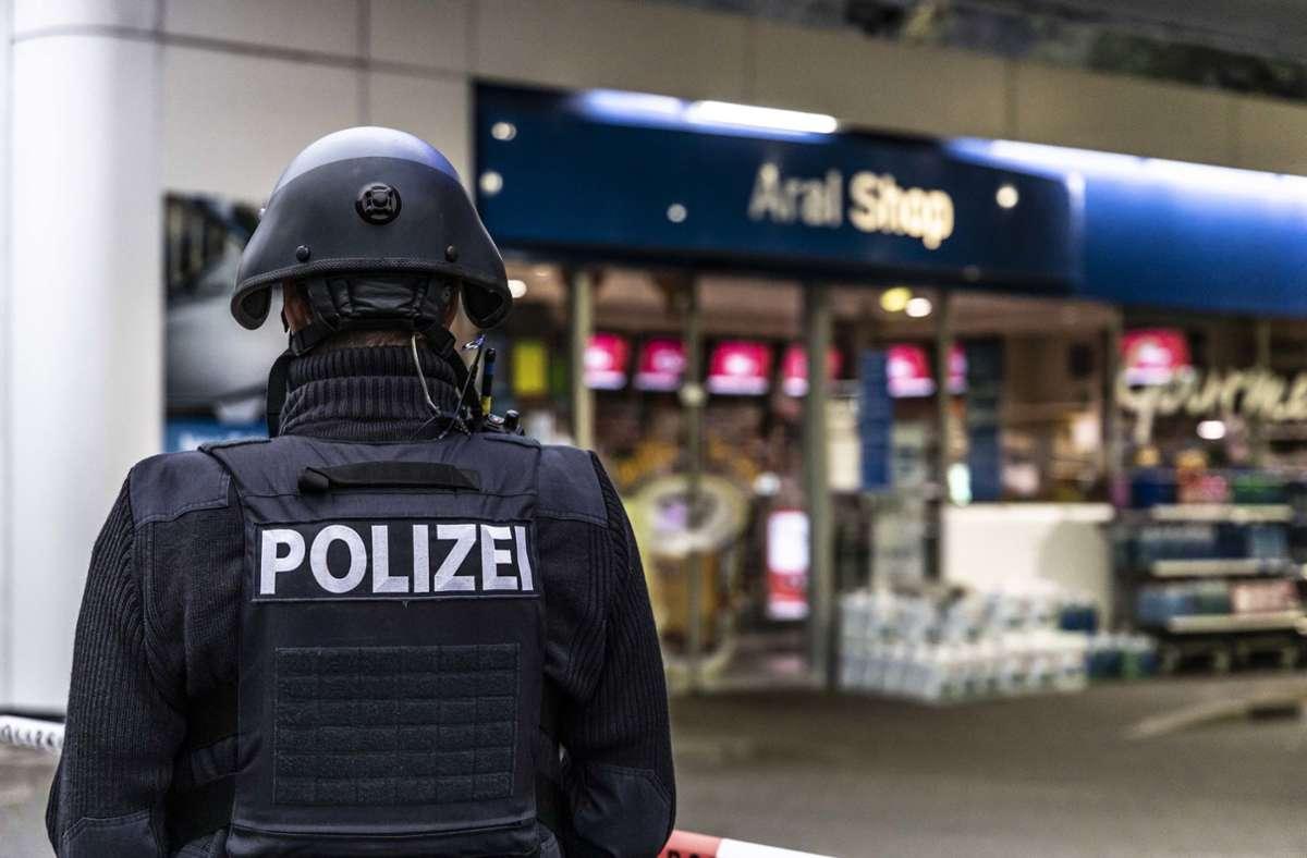 An der Tankstelle in Idar-Oberstein wurde ein Kassierer erschossen. Foto: dpa/Christian Schulz