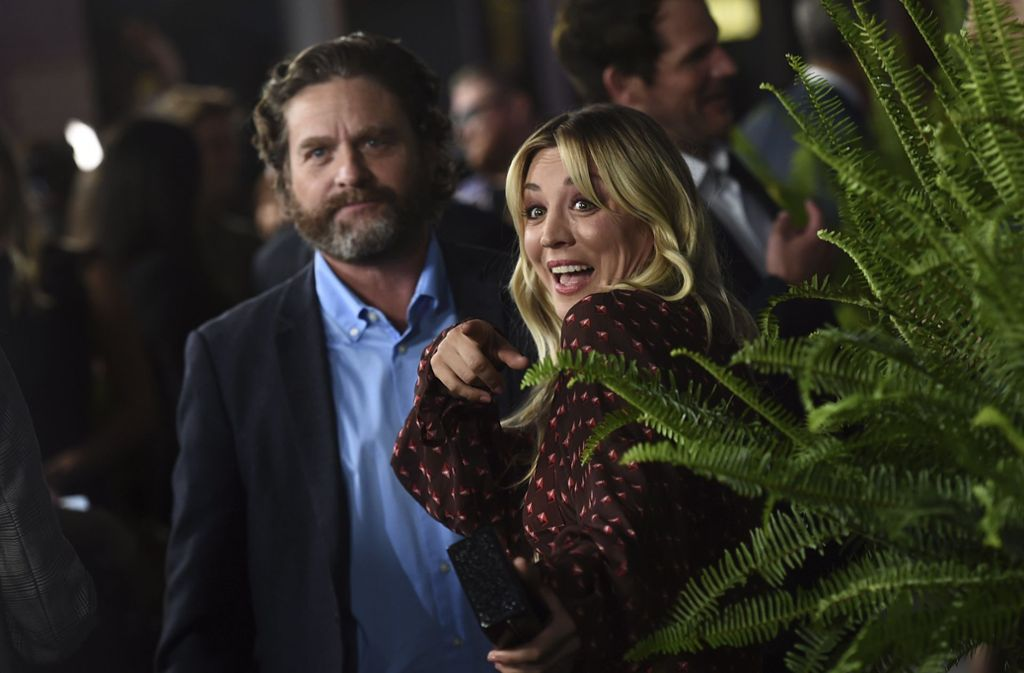"Zach Galifianakis und Kaley Cuoco auf der  Premiere von ""Between Two Ferns: The Movie"". Foto: AP/Jordan Strauss"