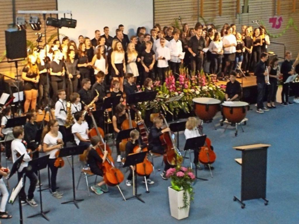 """Die Chöre, Orchester und die Big-Band präsentierten zu Beginn des Festakts Georg Friedrich Händels """"Hallelujah"""" in zwei verschiedenen Versionen. Foto: Alexandra Kratz"""