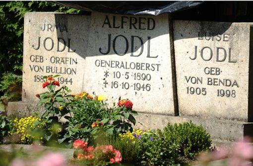 Künstler beschmiert Jodl-Grab und muss für die Reinigung zahlen