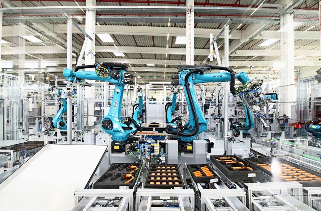 Hochautomatisiert: Robotereinsatz in der Fertigungshalle in Sachsenheim Foto: Dräxlmaier Group