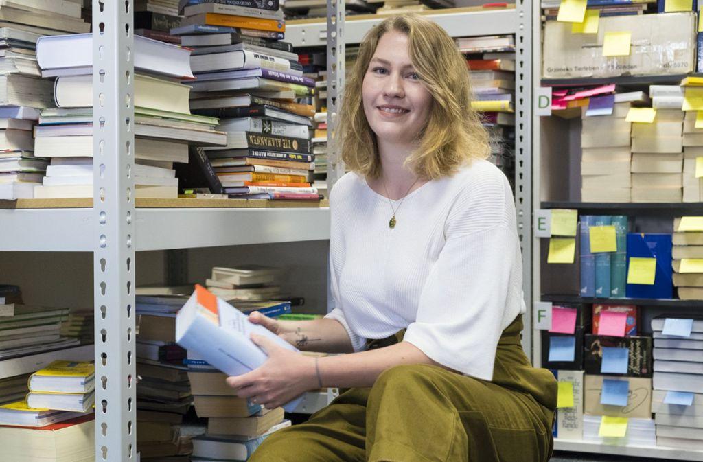 Maike Haala arbeitet im  Marketing von Studibuch, der An- und Verkaufsplattform für gebrauchte Fachliteratur, ihre bevorzugte Wohnform sind WGs. Foto: Lichtgut/Michael Latz