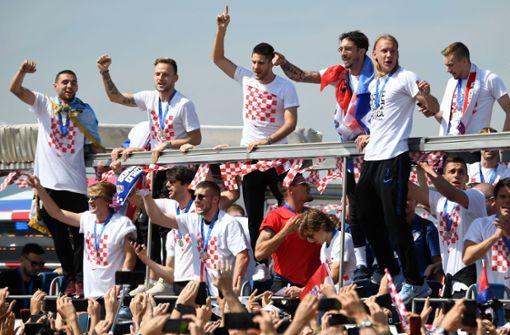 Fans feiern ihre Fußball-Nationalhelden in Zagreb