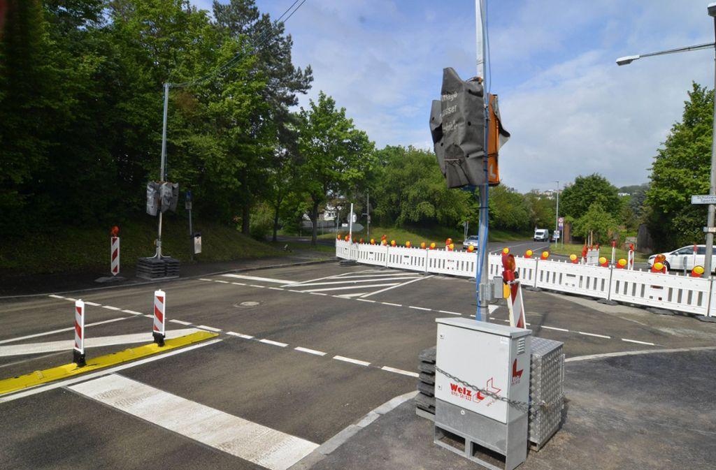 Falsche Markierungen: Die neue Ampel im Seeblickweg bleibt vorerst im Wartestand. Foto: Andreas Rosar