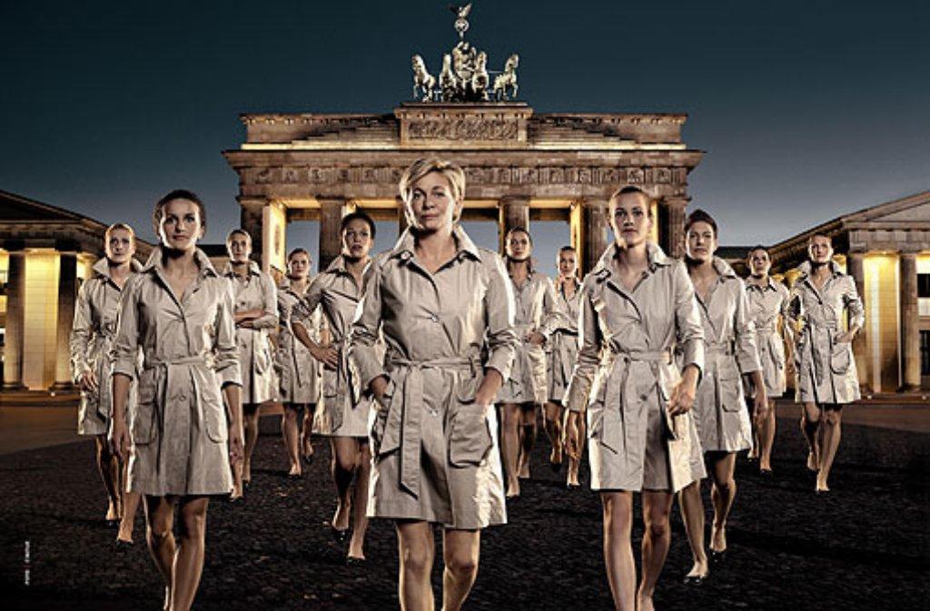 Die deutschen Fußball-Ladys sind auch in der Mode gefragt: Für ihren Ausstatter Cinque präsentieren Silvia Neids Spielerinnen eine eigene WM-Kollektion. Foto: Cinque
