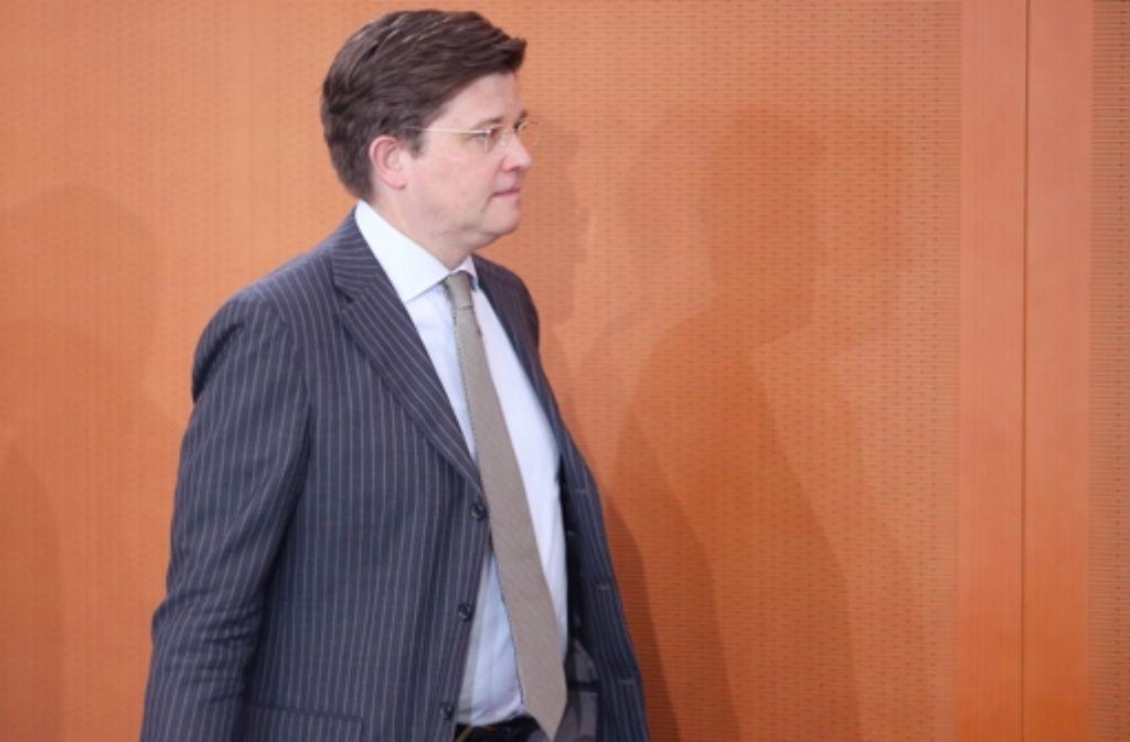 Ex-Staatsminister Eckart von Klaeden will trotz seines Wechsels zu Daimler im CDU-Präsidium bleiben. Foto: dpa