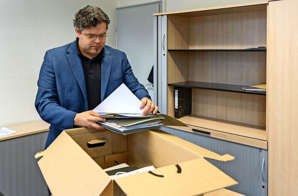 Jens Rommel hat die letzten verbleibenden Akten aus Ludwigsburg zusammengepackt. Foto: factum/Jürgen Bach
