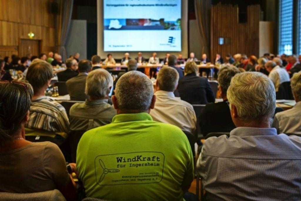 Beobachtet von Befürwortern wie Gegnern haben die Regionalräte über 77 Windkraftstandorte abgestimmt – 44 blieben. Foto: Lg/ Zweygarth