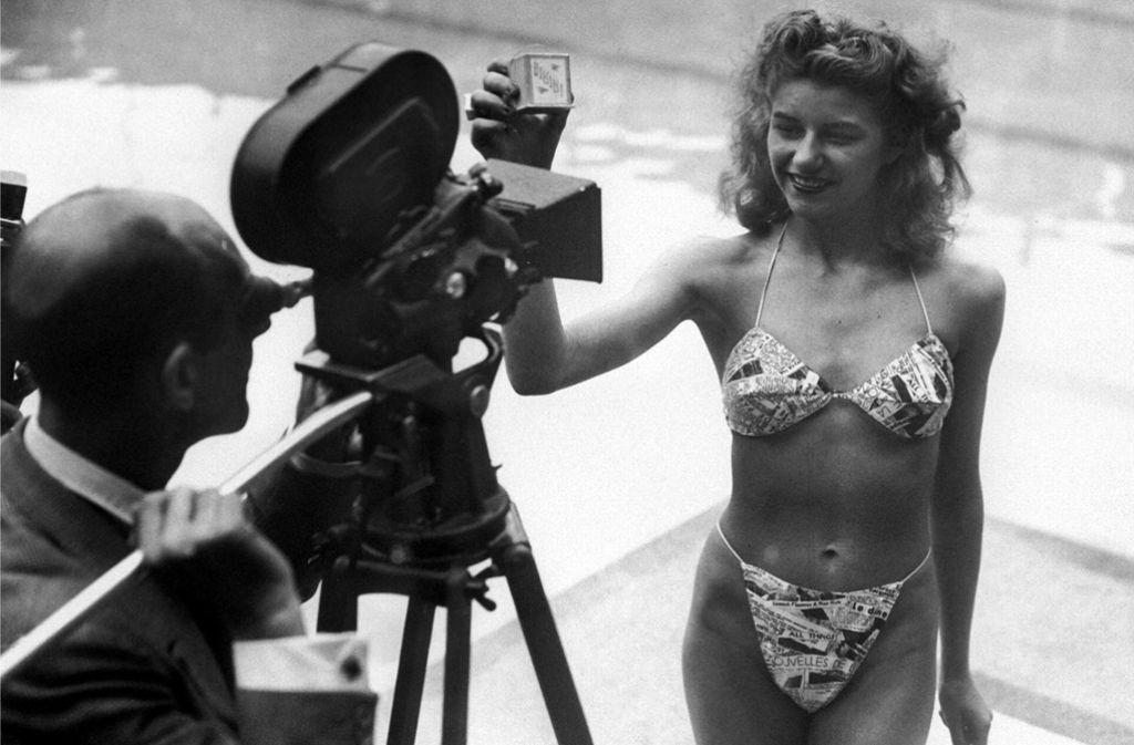 Micheline Bernardini, eine Nackttänzerin des Pariser Casinos, präsentiert am 5. Juli 1946 den ersten Bikini. Foto: AFP