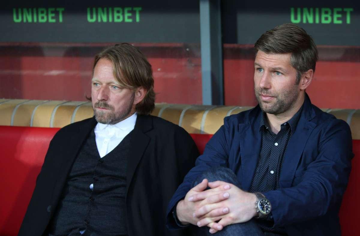 Sven Mislintat (li.) und Thomas Hitzlsperger haben sich zu dem Fall des Spielers Silas geäußert. (Archivbild) Foto: dpa/Andreas Gora