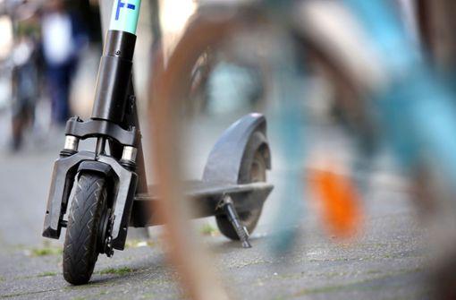 Betrunkener rammt bei Flucht Polizeiauto mit E-Scooter