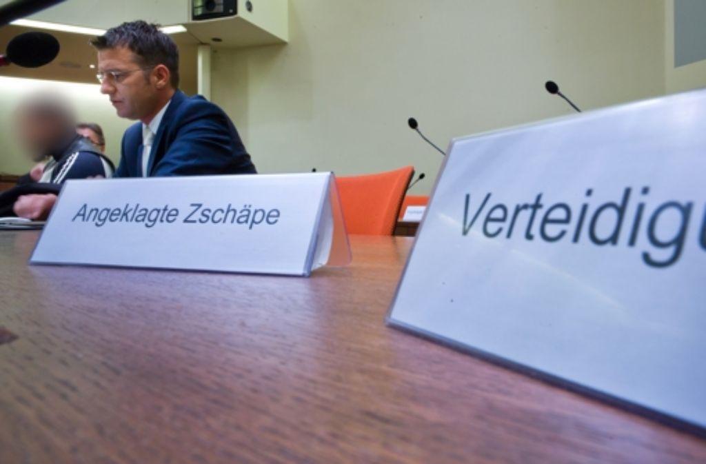 Die Anwältinnen der deutsch-iranischen Familie, die im Jahr 2001 in Köln Opfer eines Bombenanschlags wurde, wollen im NSU-Prozess eine neue Spur auf die möglichen Täter untersuchen lassen. Foto: dpa