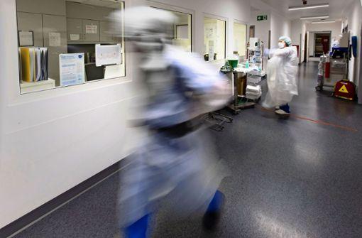 Kliniken suchen Personal –  OP-Absagen drohen