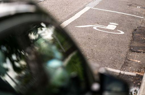 Tausende stehen unberechtigt auf Behindertenparkplätzen