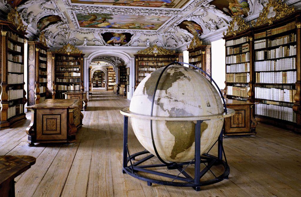 Hier findet sich das Wissen der Welt: Blick in die Stiftsbibliothek Kremsmünster in Österreich Foto: Massimo Listri/Taschen