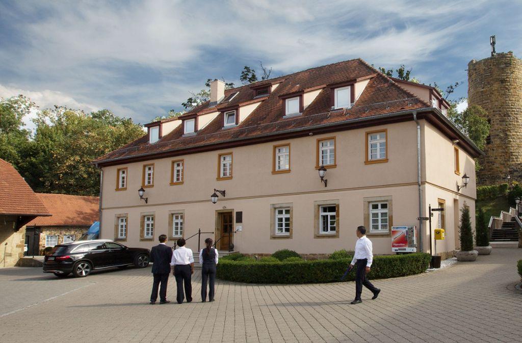 Das stattliche Anselm Schott Haus, in dem der Kirchenmann das Licht der Welt erblickte,  ist heute Teil des Burghotels Staufeneck. Foto: