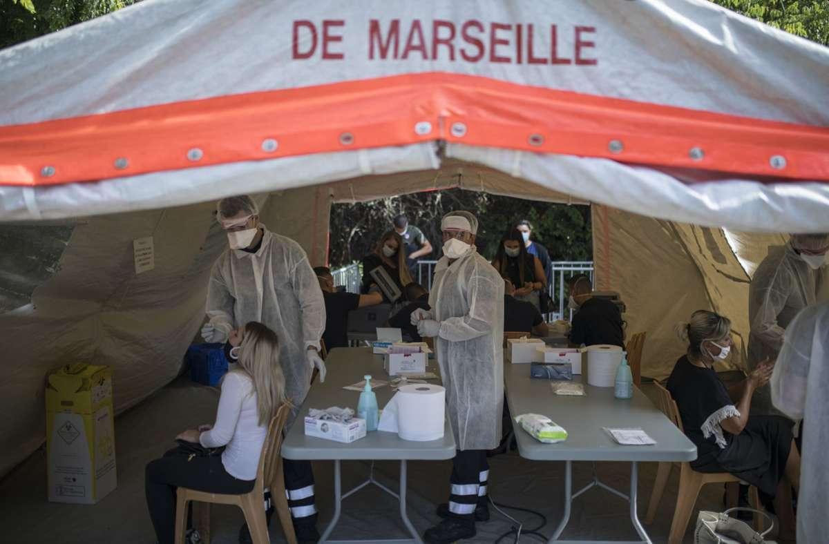 Dem Virus auf der Spur. Marseille ist von der Corona-Pandemie besonders hart getroffen. Foto: AP/Daniel Cole