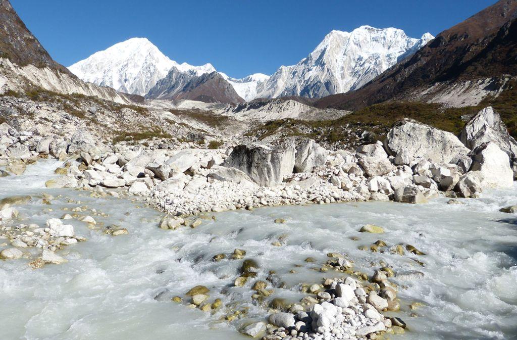 Die Gletscher im Himalaya – hier ein Blick auf den 8163 Meter hohen Manaslu, dem achthöchsten Berg der Welt in Nepal – schmelzen immer schneller. Foto: Florian Sanktjohanser/dpa-tmn