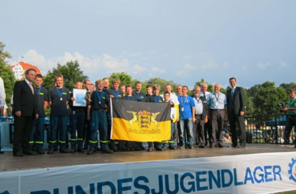 Da freut sich sogar der Bundesinnenminister: Die Leonberger halten die Landesflagge in Bayern weit hoch. Foto: privat