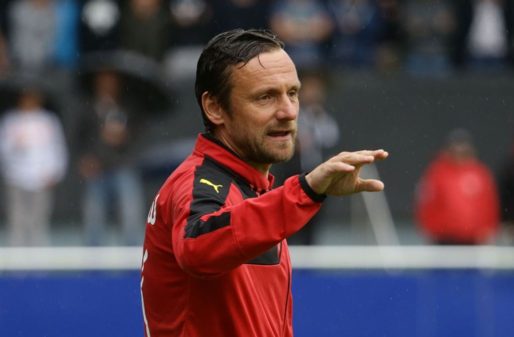 Heiko Gerber, der Trainer der B-Junioren des VfB Stuttgart, hofft auf einen Sieg gegen Borussia Dortmund. (Archivbild) Foto: Pressefoto Baumann